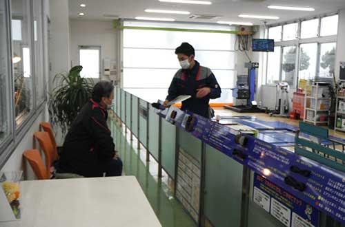 冷暖房完備の検査場でお立ち会い